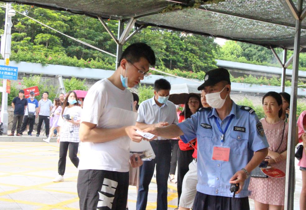 高考首日直击:见证疫情防控下的人生大考